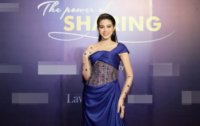 Hoa hậu Đỗ Thị Hà lộng lẫy tựa 'nữ thần', Á hậu Ngọc Thảo diện váy xẻ khoe chân dài 1m11 - 2