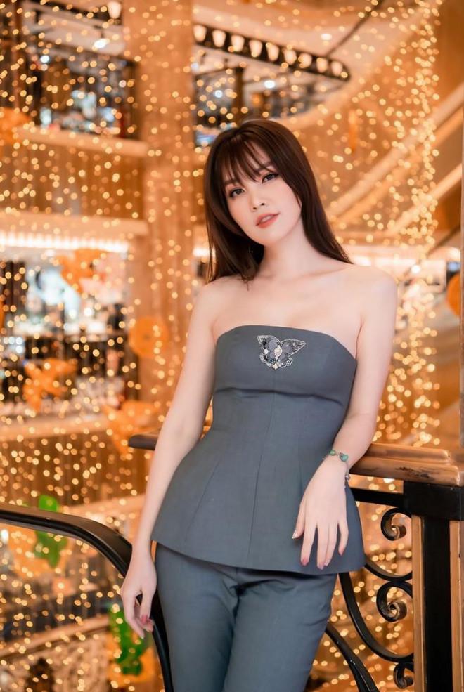 Hoa hậu Đỗ Thị Hà lộng lẫy tựa 'nữ thần', Á hậu Ngọc Thảo diện váy xẻ khoe chân dài 1m11 - 14