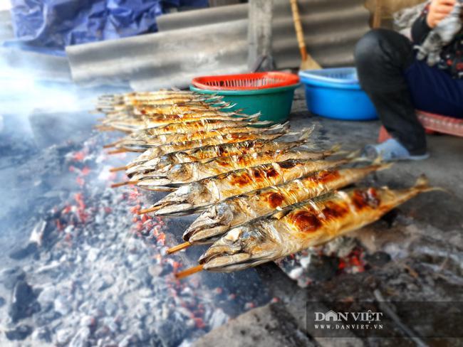 Hà Tĩnh: Thứ cá biển này đem nướng than hoa, khách đi đường chưa thấy đã thèm, xem tận nơi ăn cho bằng được - 1