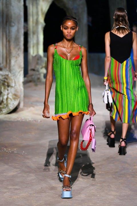 Covid-19 đẩy ngành thời trang vào khủng hoảng như đại dịch lịch sử Tây Ban Nha? - 9