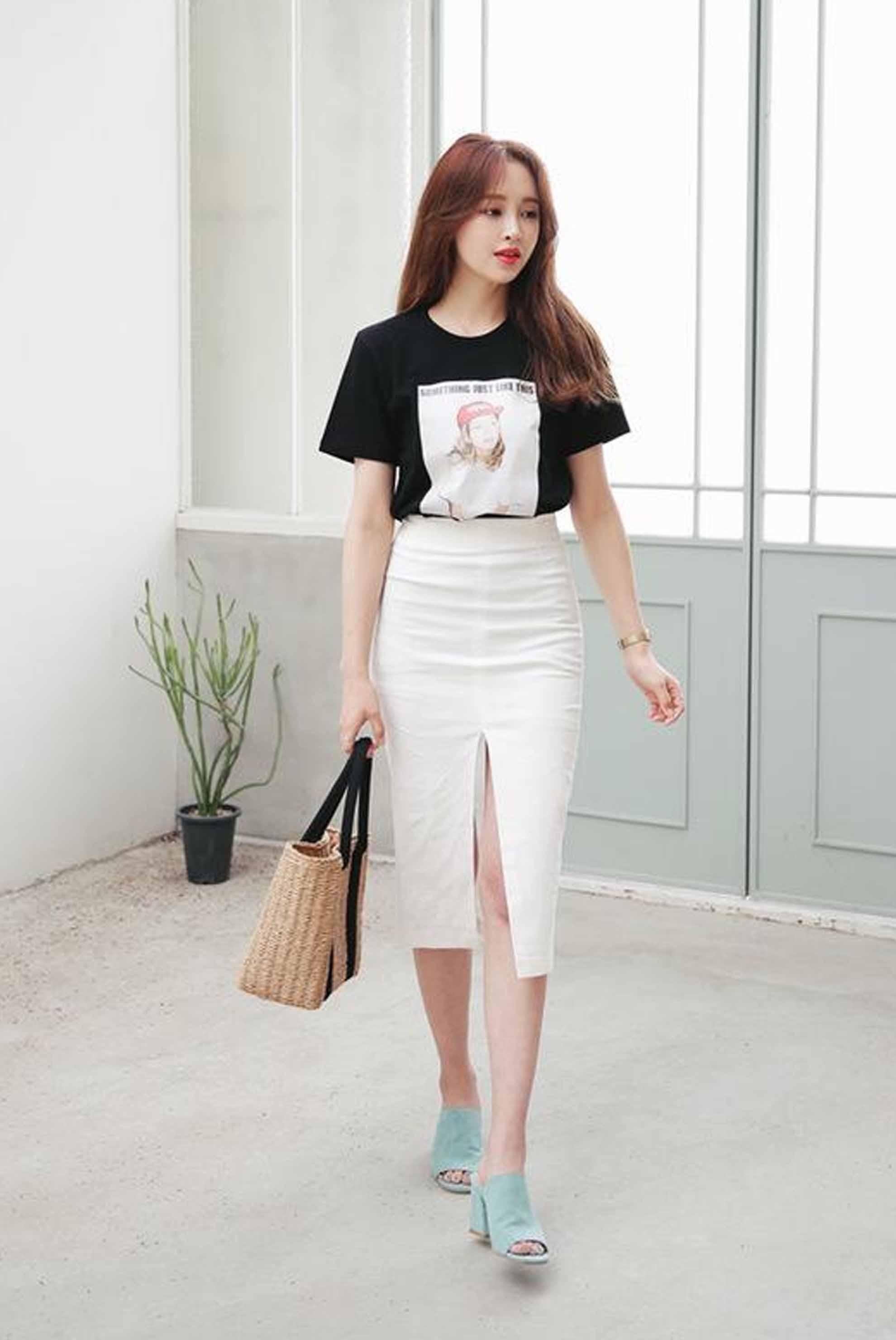 """Mê váy xẻ cao hiểm hóc, cô gái Bắc Kinh phải vừa đi vừa che giữa phố vì """"điểm chết người"""" - 7"""