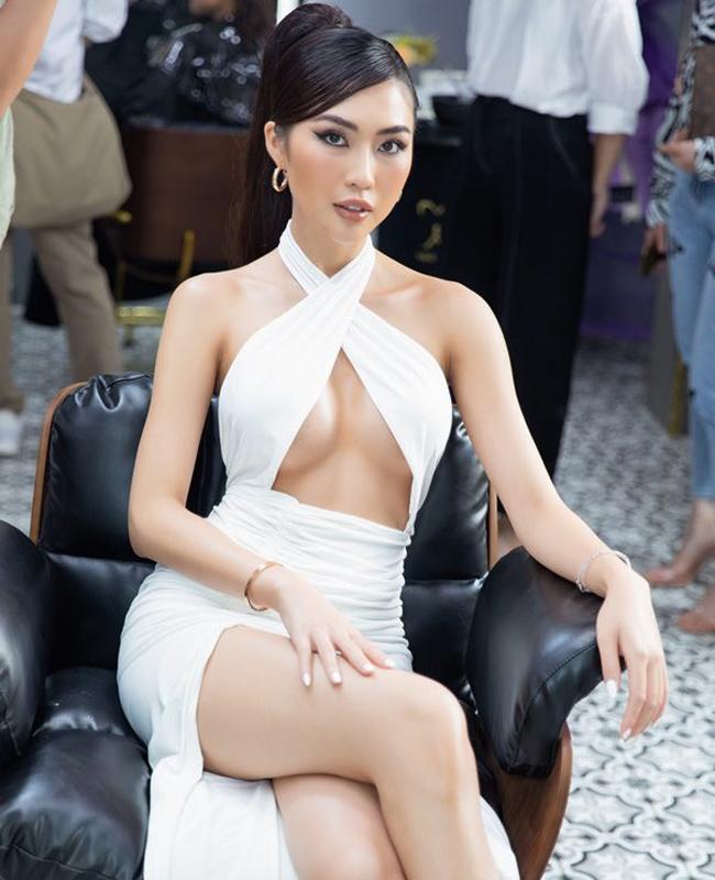 """Váy """"hở đúng chỗ hiểm"""" của chị em showbiz Việt ngày càng """"biến tướng"""" - 5"""