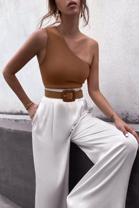 Áo lệch vai là điểm sáng của thời trang Xuân 2021 - 9