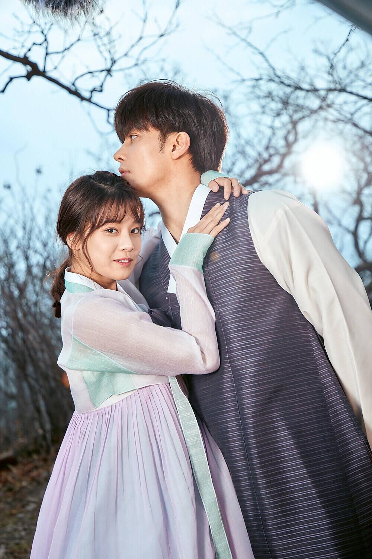 """Hoàng Yến Chibi """"ngượng chín mặt"""" khi hôn trai đẹp Hàn Quốc - 1"""