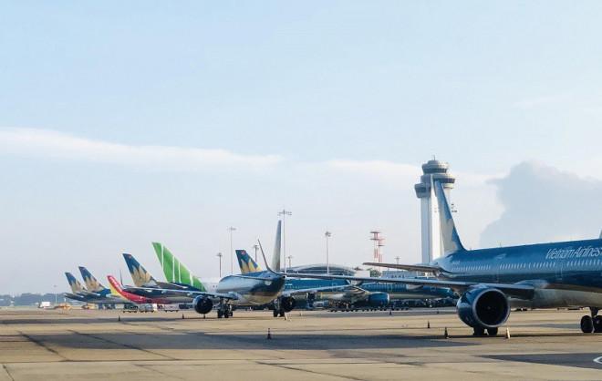 Nhiều chuyến bay đến Hà Nội phải hạ cánh ở Hải Phòng, Đà Nẵng - 1