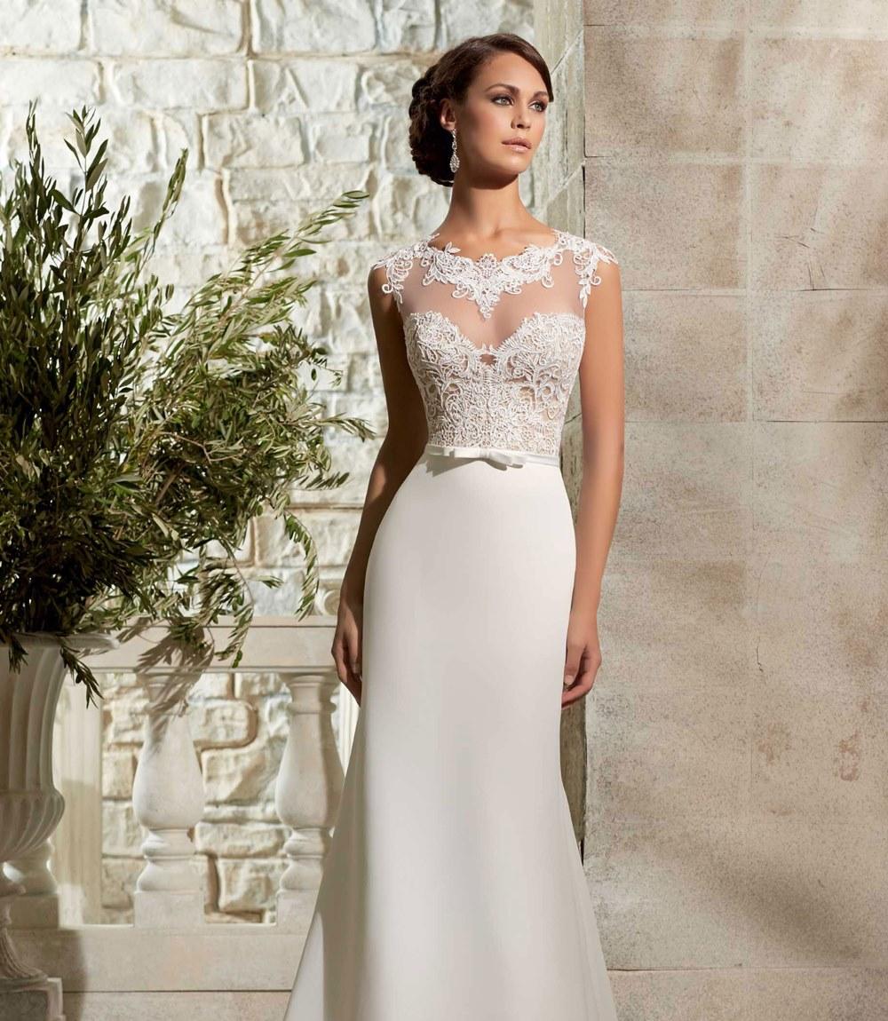 """Thiết kế váy trễ nửa ngực với dáng khó hiểu """"báo hại"""" cô dâu bị cư dân mạng chế giễu - 4"""