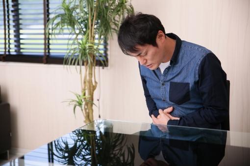 Thở hổn hển vì đau bụng, người đàn ông qua đời sau 1 ngày nhập viện do nhầm với đau dạ dày - 1