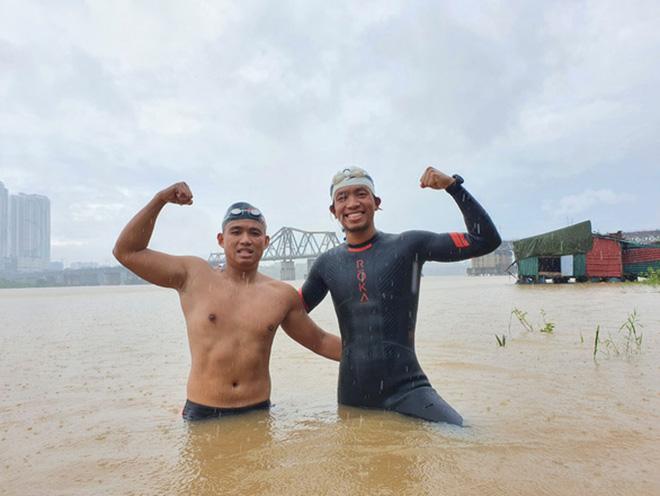 Sửng sốt kình ngư Ngọc Khánh bơi 200km từ Hà Nội ra biển: Sợ chết nhưng vẫn làm - 1