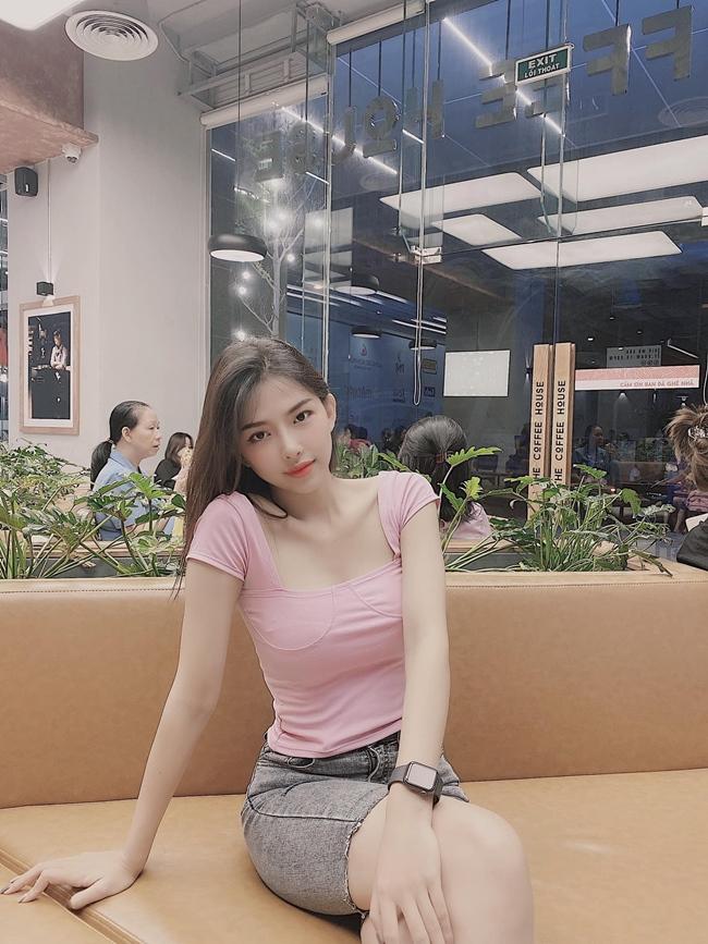 Vẻ ngoài gợi cảm, trẻ trung và ngọt ngào của Phan Mạnh Quỳnh.