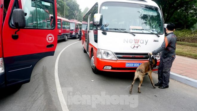 Cảnh khuyển tham gia rà soát xe phục vụ Đại hội XIII - 2