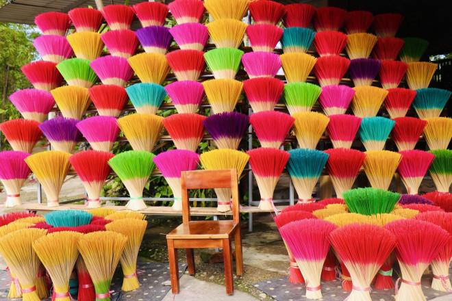 Rực rỡ sắc màu tại làng hương nổi tiếng bậc nhất xứ Huế những ngày giáp Tết - 1