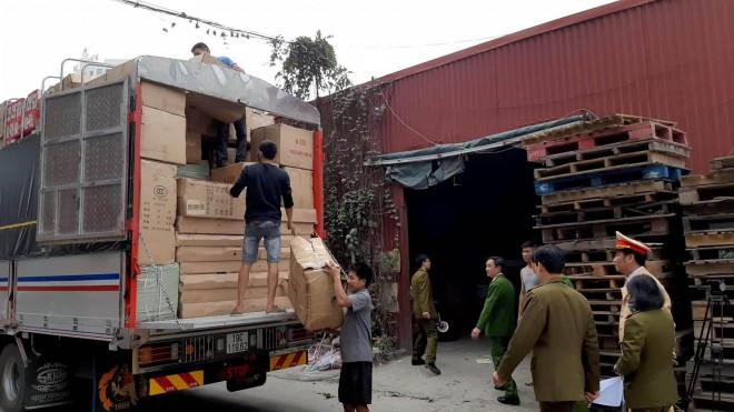 Xử lý nghiêm gần 100 ô tô tải hàng lậu không người đến nhận - 1