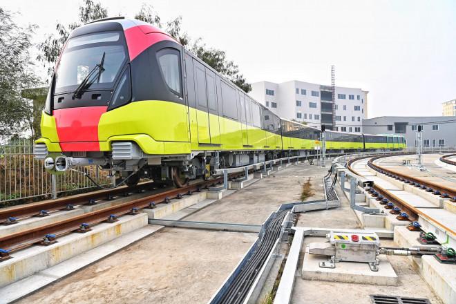 Cận cảnh đoàn tàu có thể chở ngàn khách tuyến metro Nhổn - ga Hà Nội chạy thử 5 km - 2