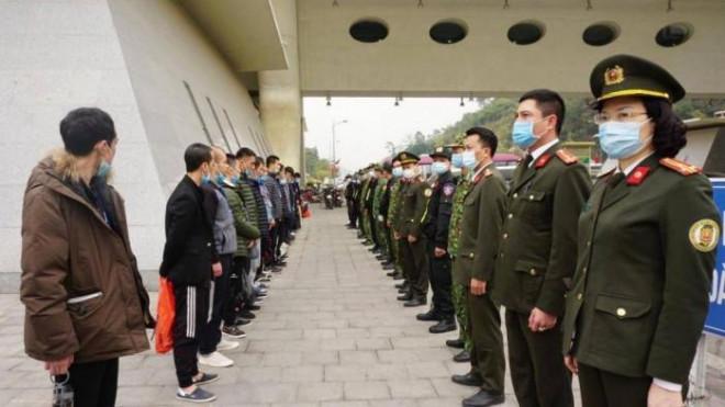 Công an Hà Nội trao trả gần 70 công dân Trung Quốc nhập cảnh trái phép - 1