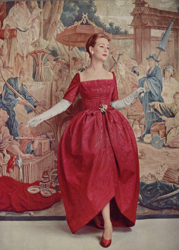 Balenciaga và những thiết kế thay đổi thời trang thế giới - 1