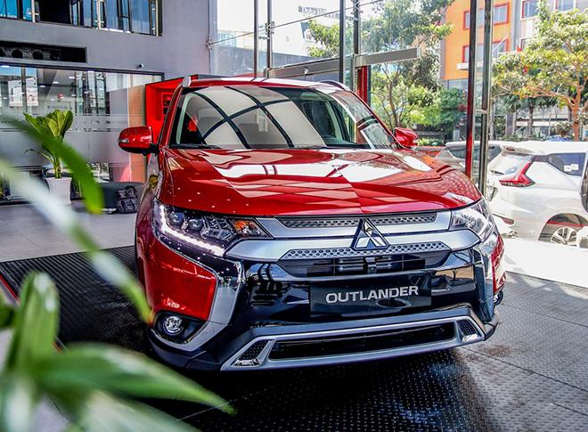 Giá xe Mitsubishi Outlander lăn bánh tháng 1/2021 - 1