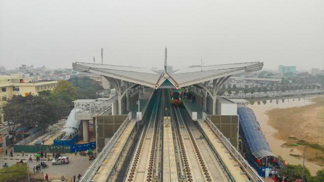 CLIP: Người dân ùn ùn kéo tới nhà ga S1, soi nội thất tàu tuyến đường sắt Nhổn - ga Hà Nội - 1