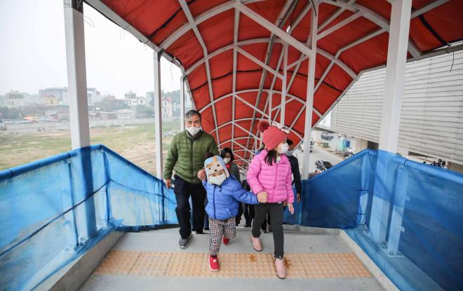 CLIP: Người dân ùn ùn kéo tới nhà ga S1, soi nội thất tàu tuyến đường sắt Nhổn - ga Hà Nội - 5