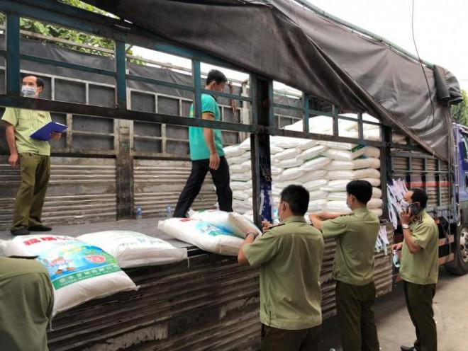 TP HCM: Thu giữ 45 tấn bột ngọt Trung Quốc thuộc diện cấm nhập - 1