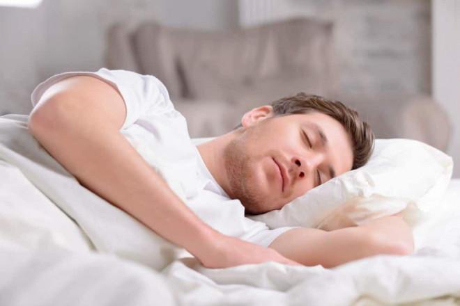 8 cách loại bỏ chứng ngủ ngáy của chồng để mang lại giấc ngủ bình yên - 2