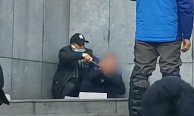 Xạ thủ bắn trúng đầu kẻ cầm dao kề cổ con tin ở Trung Quốc - 1