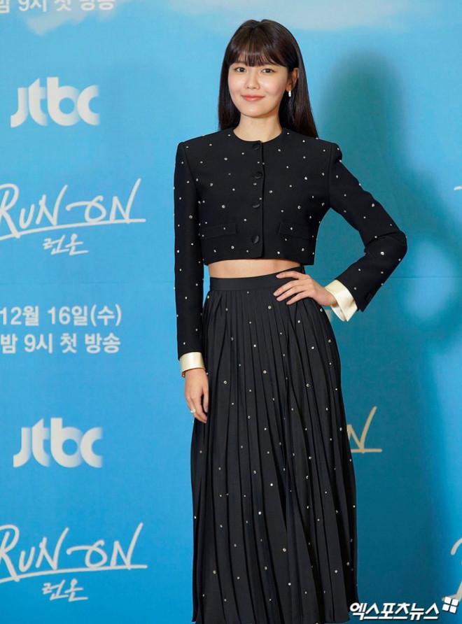 """Váy cạp cao khoe eo thon như Seo Ye Ji đang thành """"chân ái"""" của hàng loạt sao châu Á - 5"""
