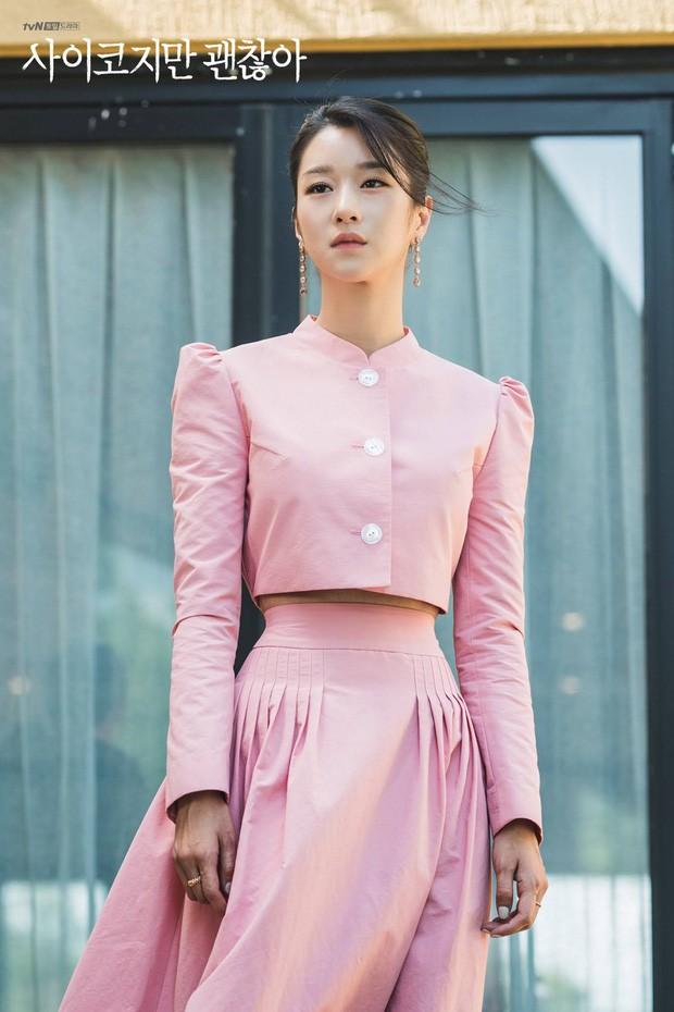 """Váy cạp cao khoe eo thon như Seo Ye Ji đang thành """"chân ái"""" của hàng loạt sao châu Á - 1"""