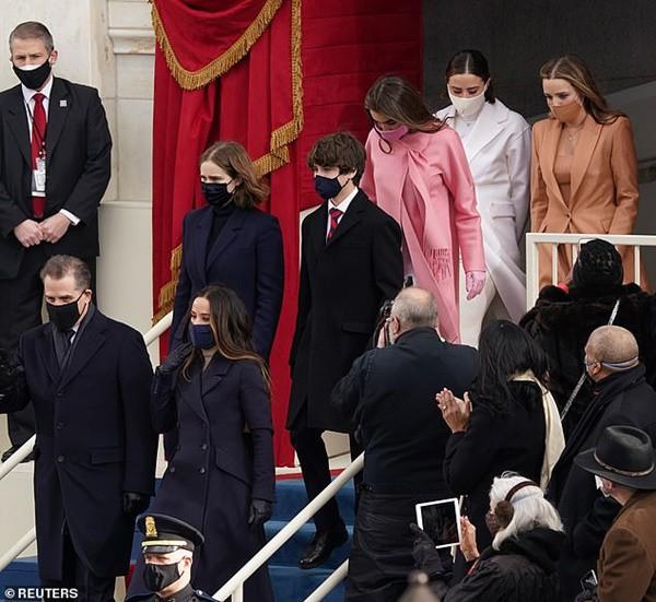 """""""Đội ngũ"""" cháu gái của Tổng thống Joe Biden: Những biểu tượng thời trang mới của Nhà Trắng - 1"""