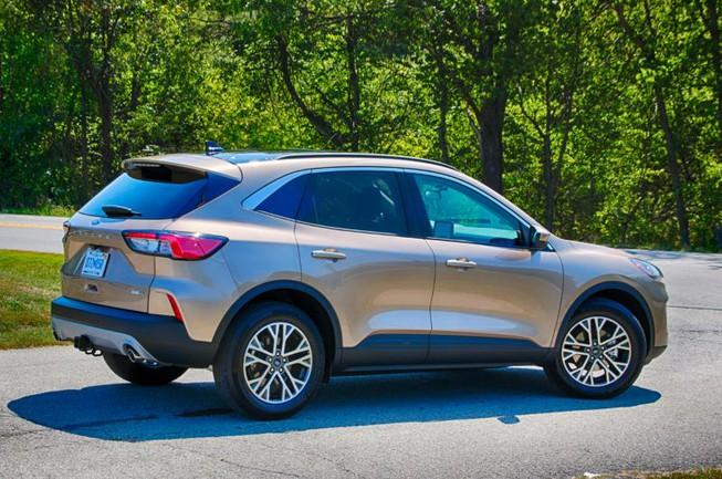Ford Escape dừng sản xuất chỉ vì một thiết bị nhỏ - 1