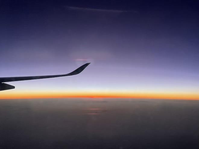 Cách truy cập internet, lướt Facebook vi vu dù trên máy bay ở độ cao 10.000m - 1