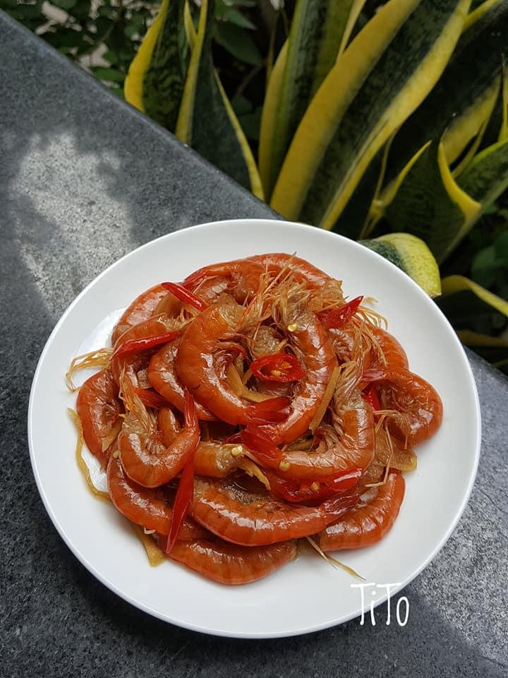 Tôm chua đỏ rực vị cay mặn ngọt hài hòa, món ngon không thể thiếu ngày Tết - 1