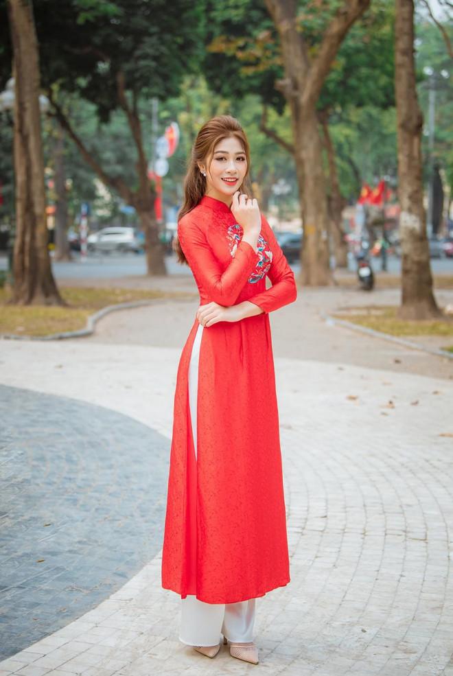 Nữ tiếp viên hàng không lọt Top 10 HHVN 2020 khoe nhan sắc rạng rỡ với áo dài Tết - 3