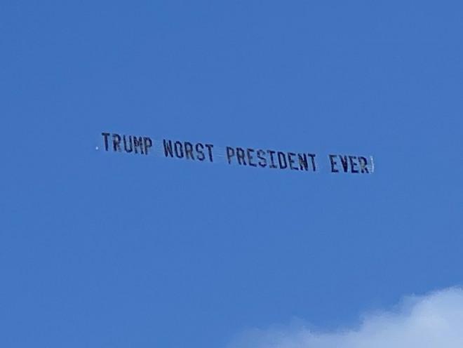 Ông Trump bị cư dân Florida chế nhạo ngay tại tư dinh - 1
