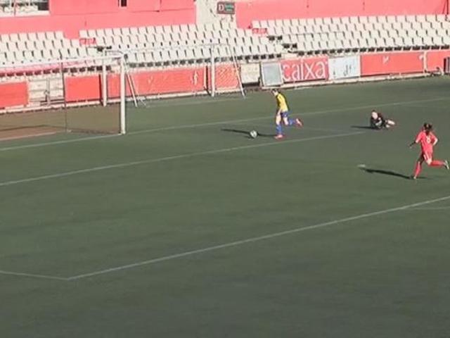 """""""Tròn mắt"""" nữ cầu thủ phút 89 solo toàn sân, siêu phẩm ví như Maradona"""
