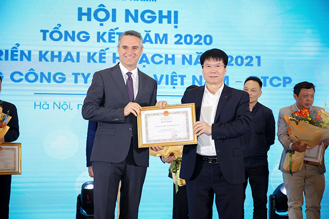 Sanofi Việt Nam nhận bằng khen của Bộ y tếvì thành tích xuất sắc trong công tác phòng, chống dịch covid-19 - 1
