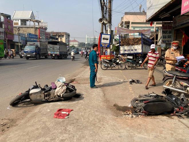 Xe tải tông sập nhà dân sau tai nạn liên hoàn - 1