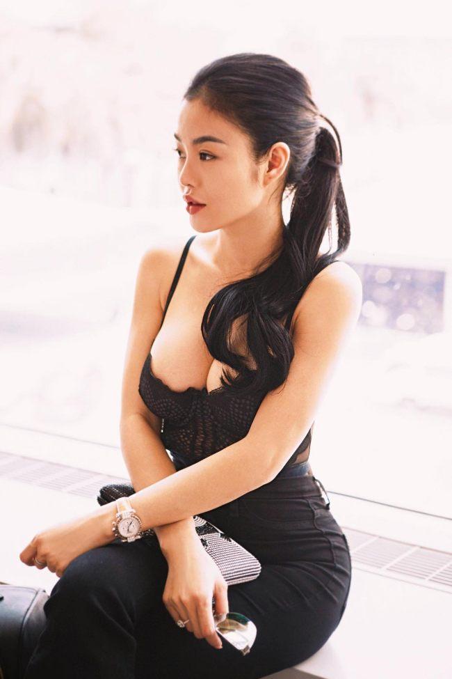 """Julia Hồ là một trong những người đẹp nức tiếng Sài thành một thời vì độ """"ăn chơi"""", giàu có."""