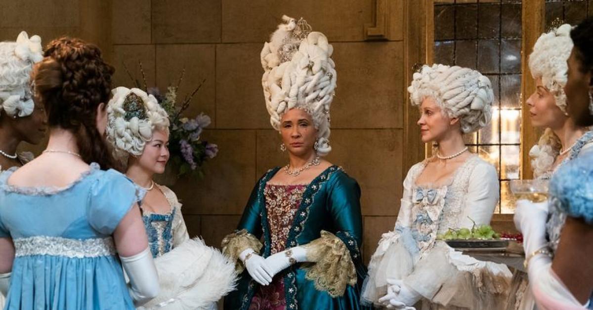 """""""Bridgerton"""": 7.500 bộ trang phục vương giả lộng lẫy và những bí mật hậu trường giờ mới kể - 2"""