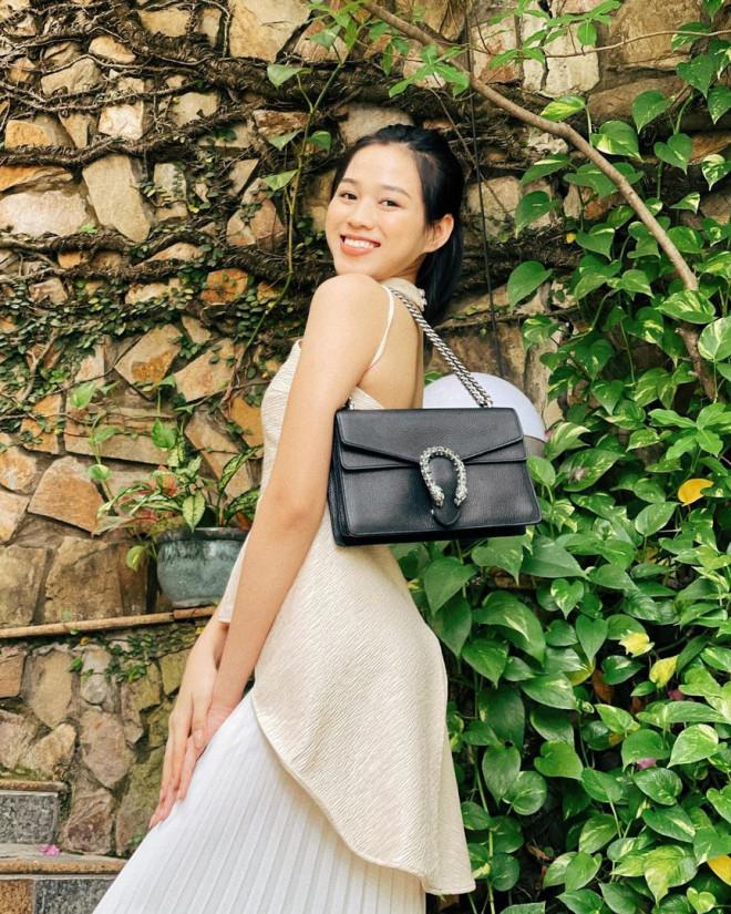 Hoa hậu Đỗ Thị Hà để mặt mộc vẫn đẹp rạng rỡ, H'hen Niê hoá 'nàng Xuân' với áo tứ thân - 1