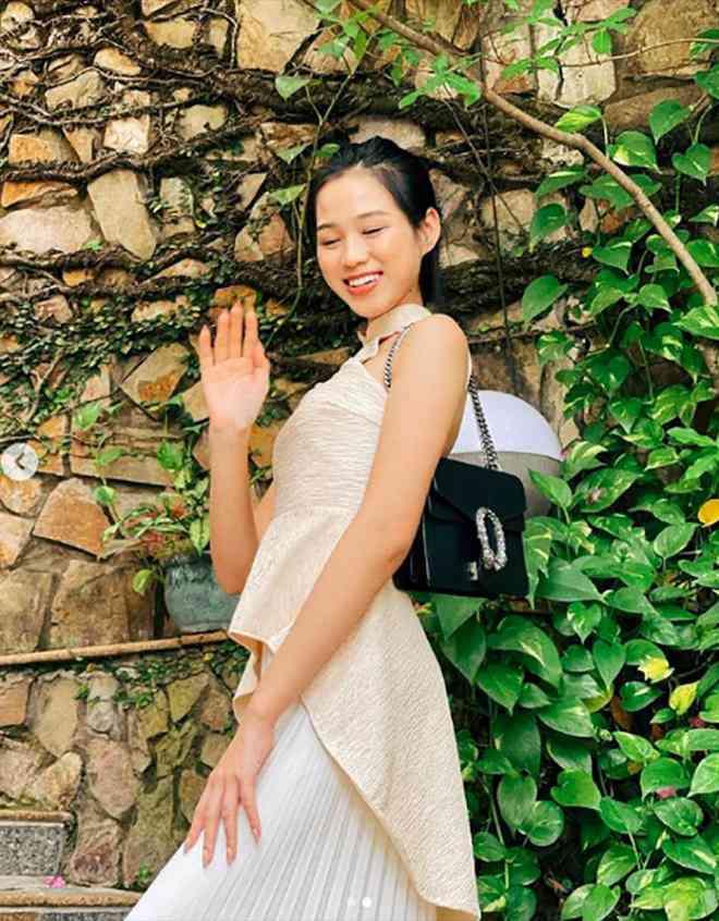 Hoa hậu Đỗ Thị Hà để mặt mộc vẫn đẹp rạng rỡ, H'hen Niê hoá 'nàng Xuân' với áo tứ thân - 2