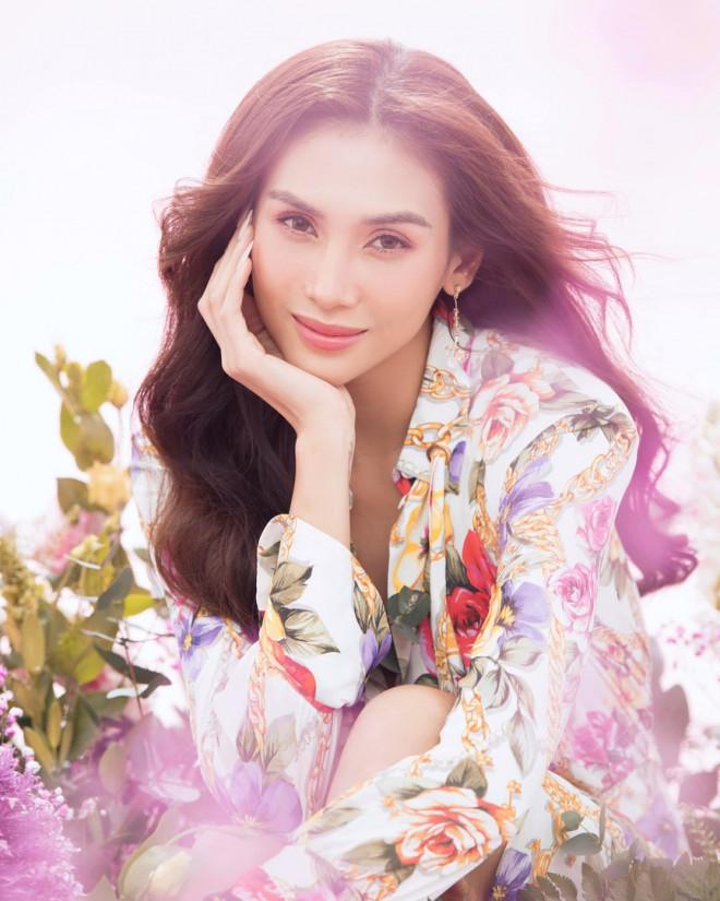 Hoa hậu Đỗ Thị Hà để mặt mộc vẫn đẹp rạng rỡ, H'hen Niê hoá 'nàng Xuân' với áo tứ thân - 7