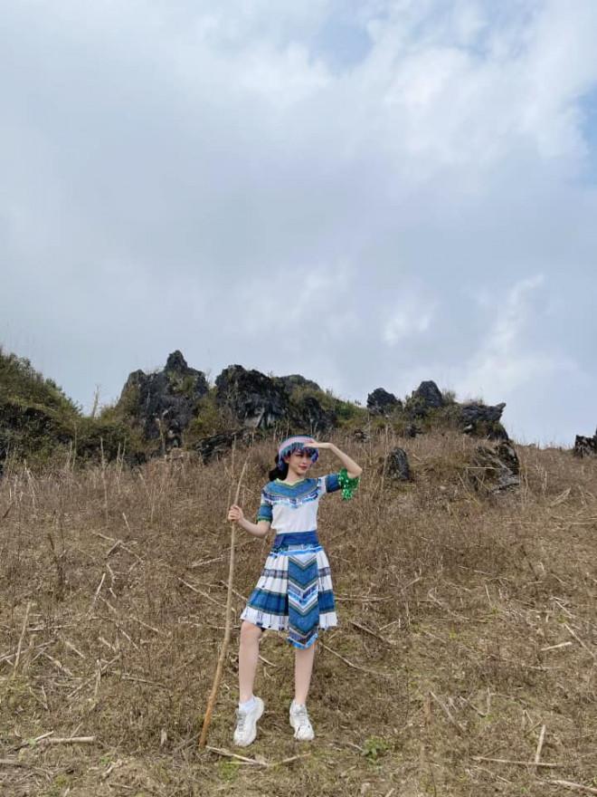 Hoa hậu Đỗ Thị Hà để mặt mộc vẫn đẹp rạng rỡ, H'hen Niê hoá 'nàng Xuân' với áo tứ thân - 16