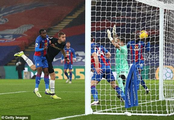"""Video Crystal Palace - West Ham: Phủ đầu tuyệt hảo, thăng hoa nhờ """"bóng chết"""" - 1"""