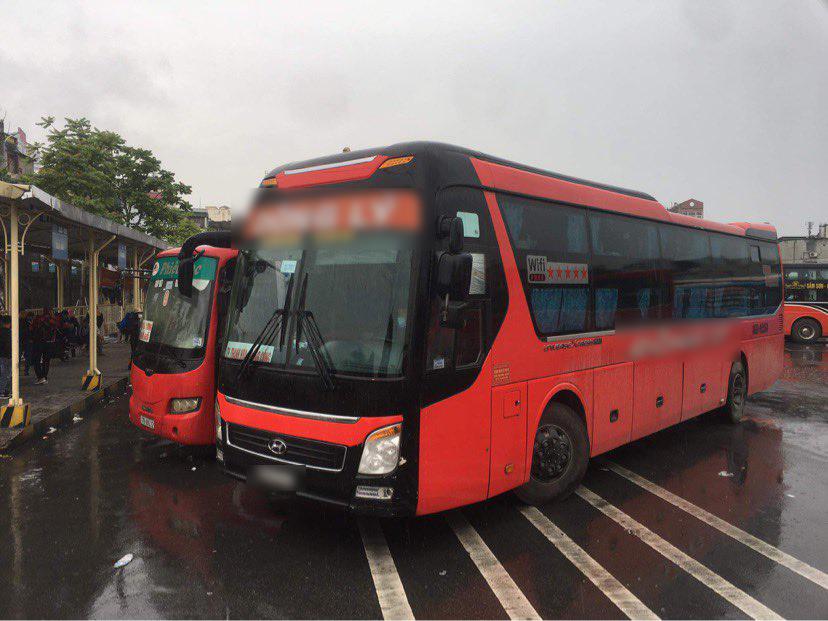 Quảng Ninh dừng mọi hoạt động vận tải hành khách vì ca nhiễm COVID-19 - 1