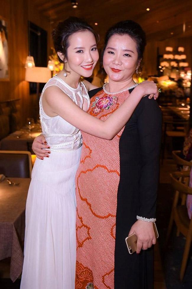 Primmy Trương vừa chính thức về chung 1 nhà với Phan Thành - con traicủa đại gia Phan Quang Chất - ông chủ của trung tâm thương mại lớn Saigon Square tại TP HCM.
