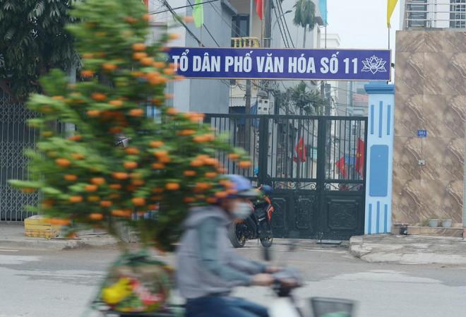 1612090571 4d69191048639510ec354c6e5e5091b7 Hà Nội: Người dân trong khu cách ly dọn dẹp đường phố, sẵn sàng... đón Tết sớm