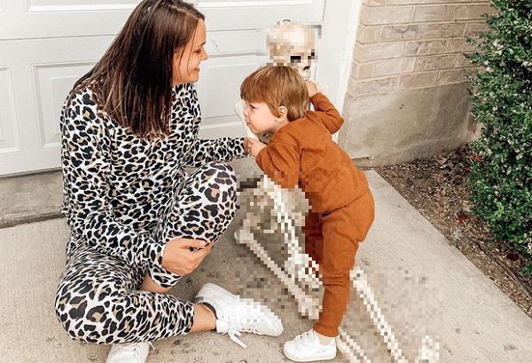 """Bé trai 2 tuổi có """"bạn thân"""" đặc biệt, mỗi lần cùng nhau ra đường lại khiến dân tình được phen khiếp vía - 1"""