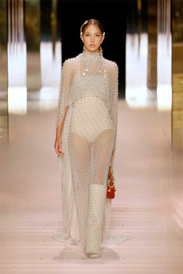 Tuyệt phẩm thời trang Haute Couture của Kim Jones dành cho Fendi - 1
