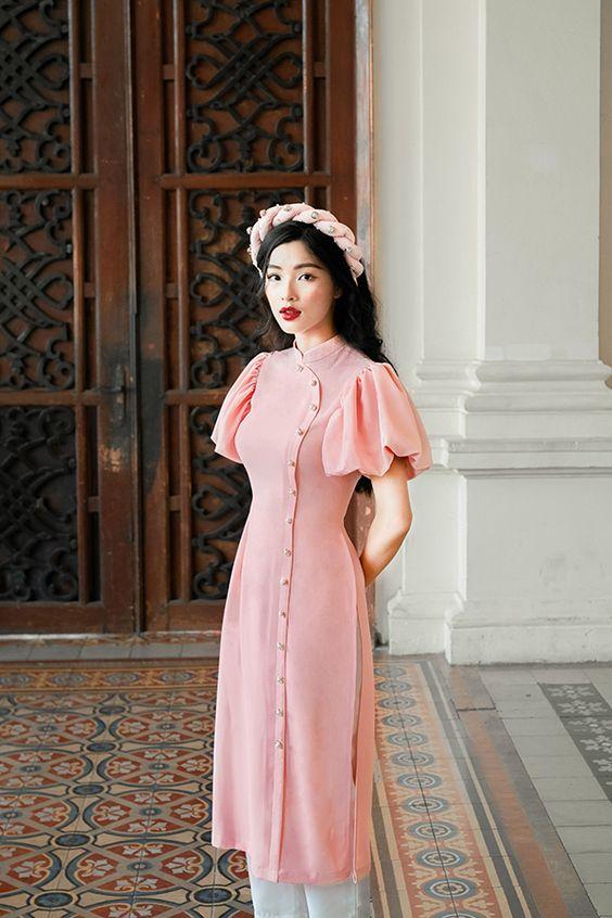 10 mẫu áo dài Xuân tay cách điệu mặc ngay Tết này thì xinh miễn bàn! - 1