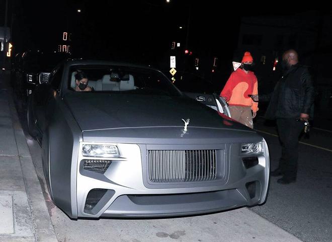 Justin Beiber xuất hiện cùng chiếc Rolls-Royce siêu dị, trông như xe của Marvel - 1